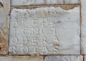 Quadrato del Sator presente nella facciata del duomo di Siena