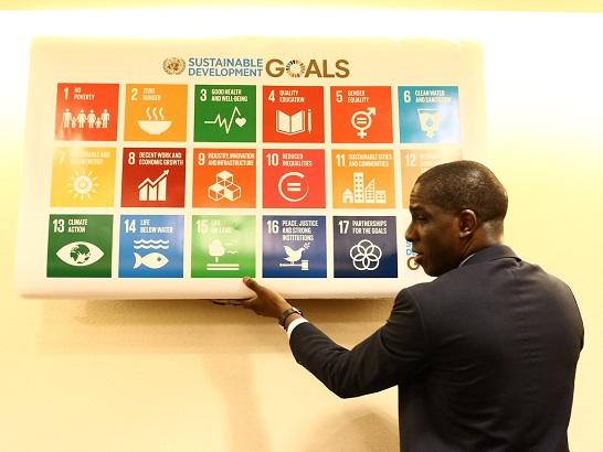 L'Agenda 2030 prevede 17 obiettivi per il decennio al fine di raggiungere uno sviluppo sostenibile e integrale